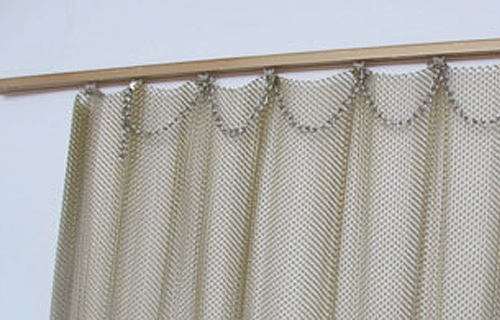 Metal-coil-drapery-with-rings